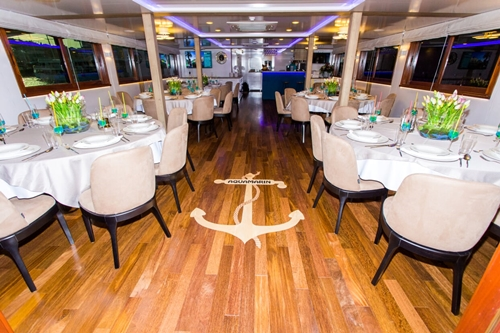 MV Aquamarin dining area