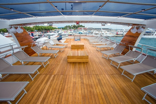 MV Aquamarin shaded deck