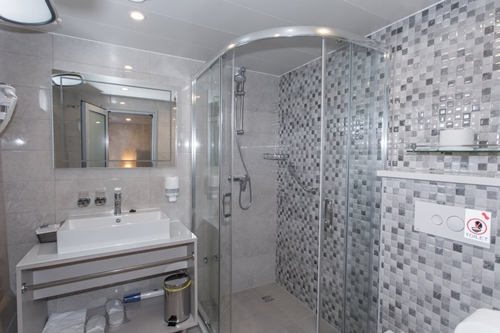 MV Adriatic Sun bathroom