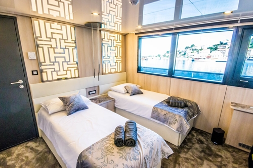MV Black Swan cabin single beds
