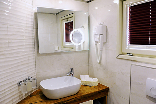 MV riva bathroom small