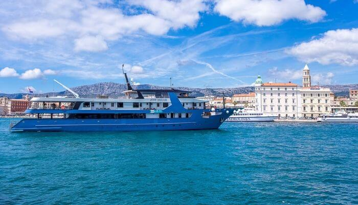 Ave Maria, small cruise ship in Croatia