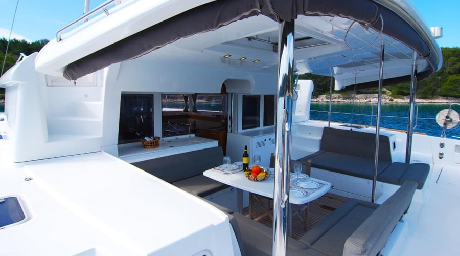 Catamaran aft deck