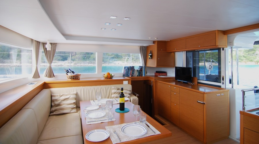 Catamaran salon