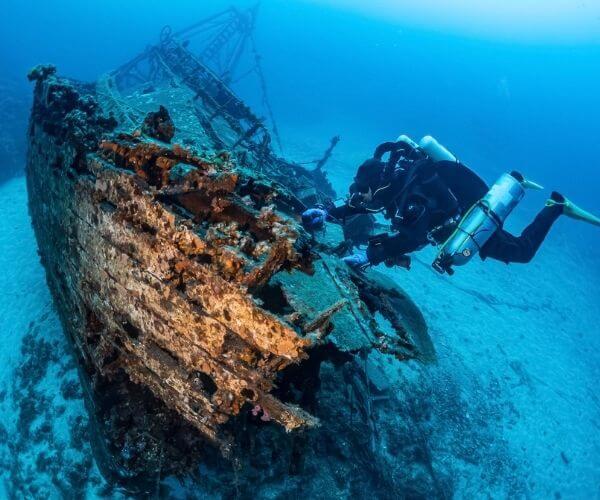 Diving in Vis