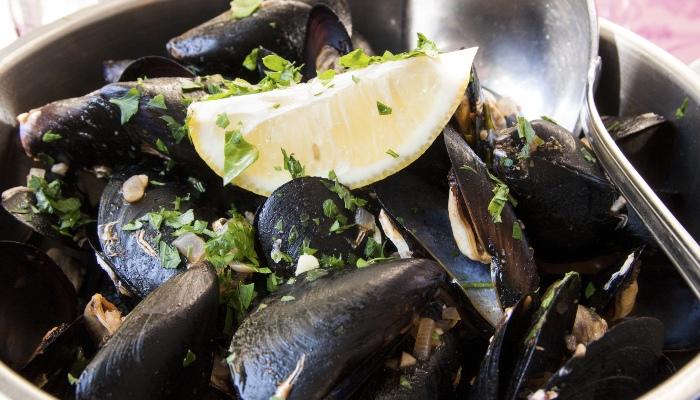 Buzara (mussels in white wine sauce), Croatia